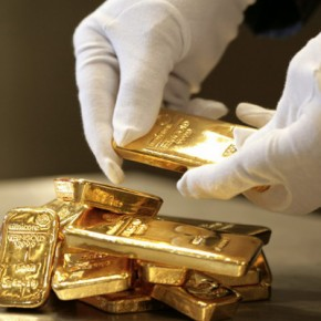 GERMANY, Munich, pro aurum gold house Munich: 500g and 1000g gold bullion (999,9 fine gold).