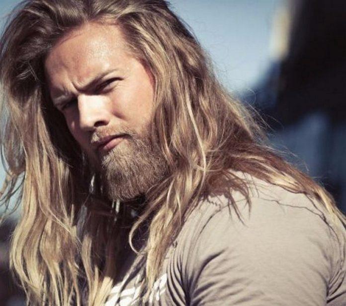 129510033_foto_krasivuyh_muzhchin_14-696x616 Как отрастить длинные волосы мужчине
